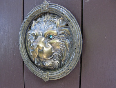 Gate with lion with jewel in his eye